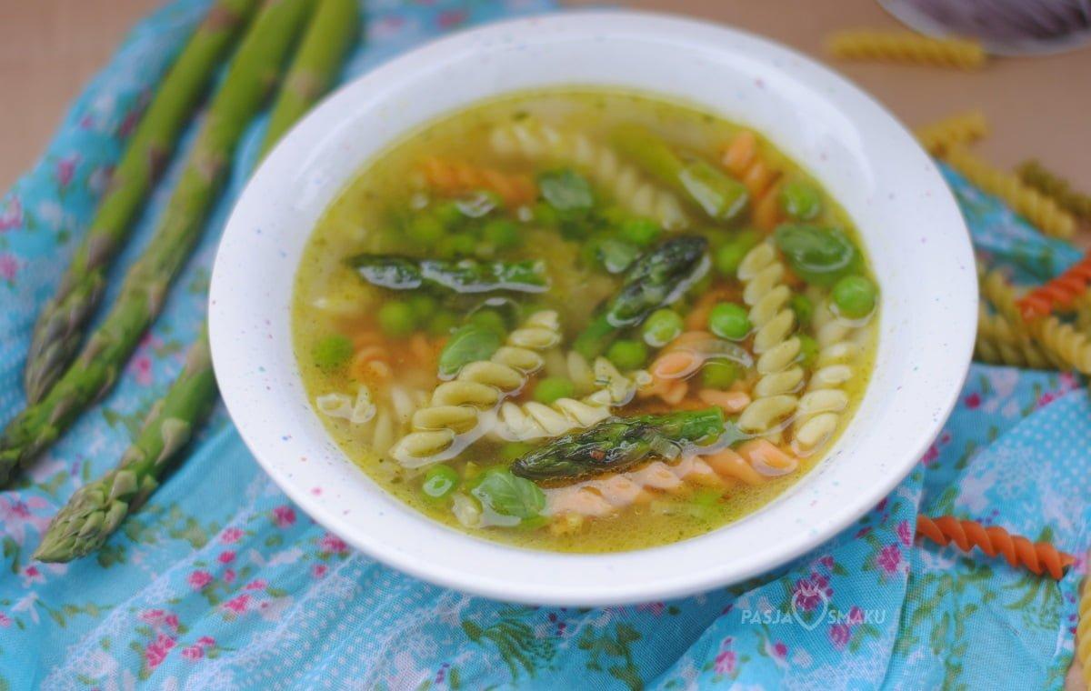 Wiosenna zupa z makaronem