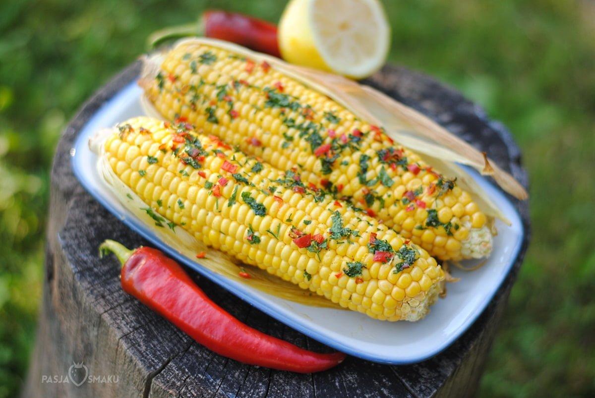 Kukurydza pieczona z masłem chili