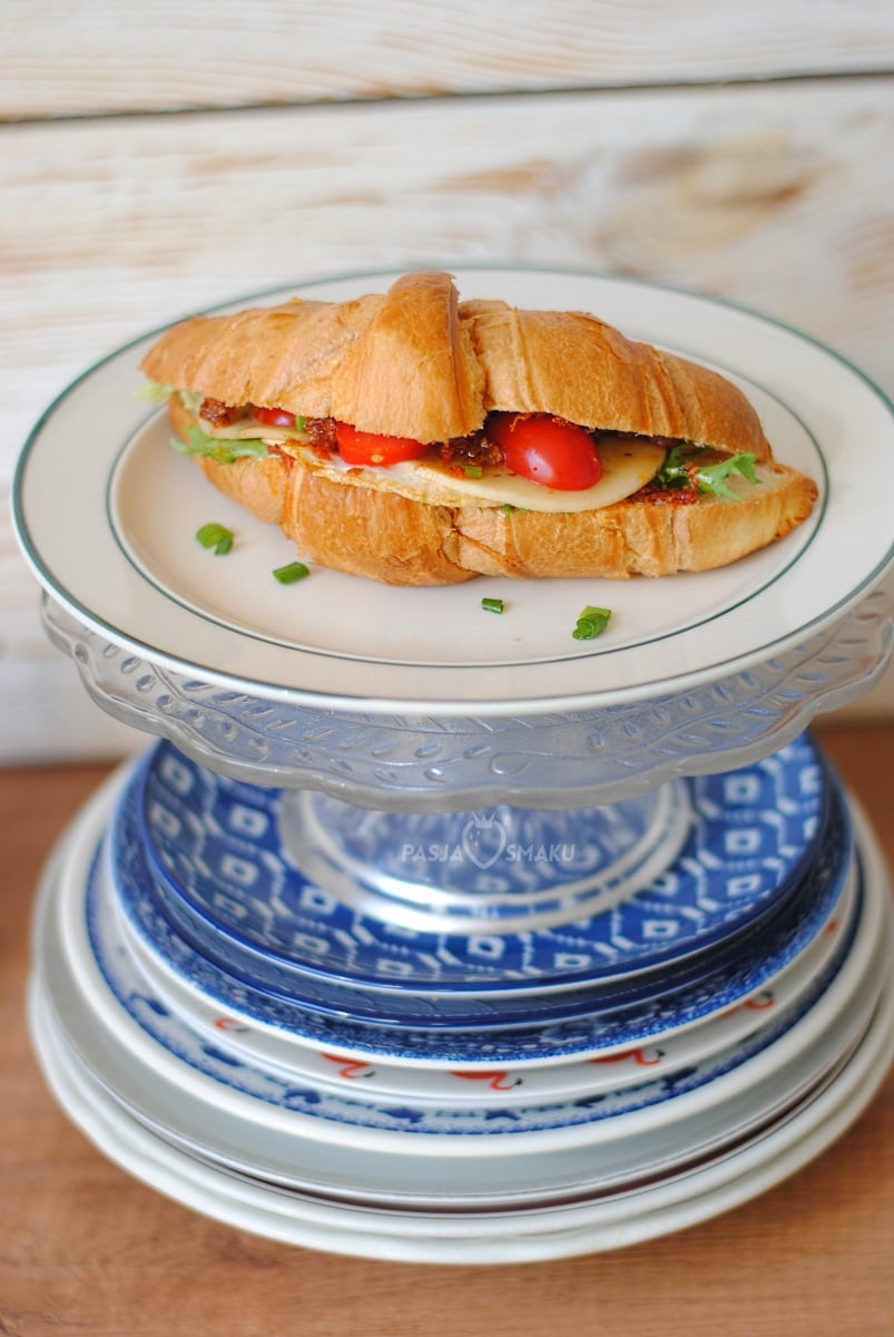 Croissant śniadaniowy