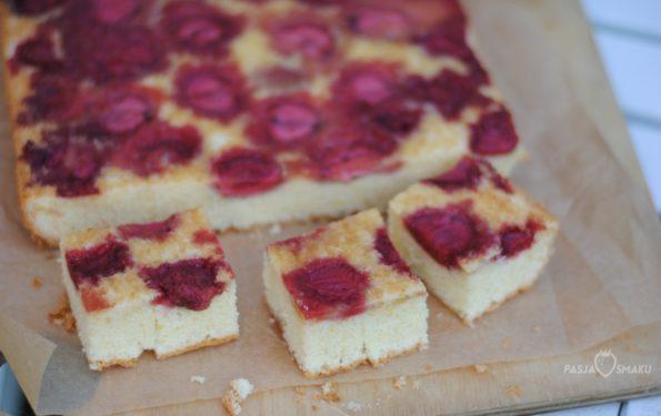 ciasto z truskawkami i ajerkoniakiem
