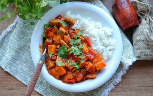 Pomidorowe curry z batatami i kurczakiem
