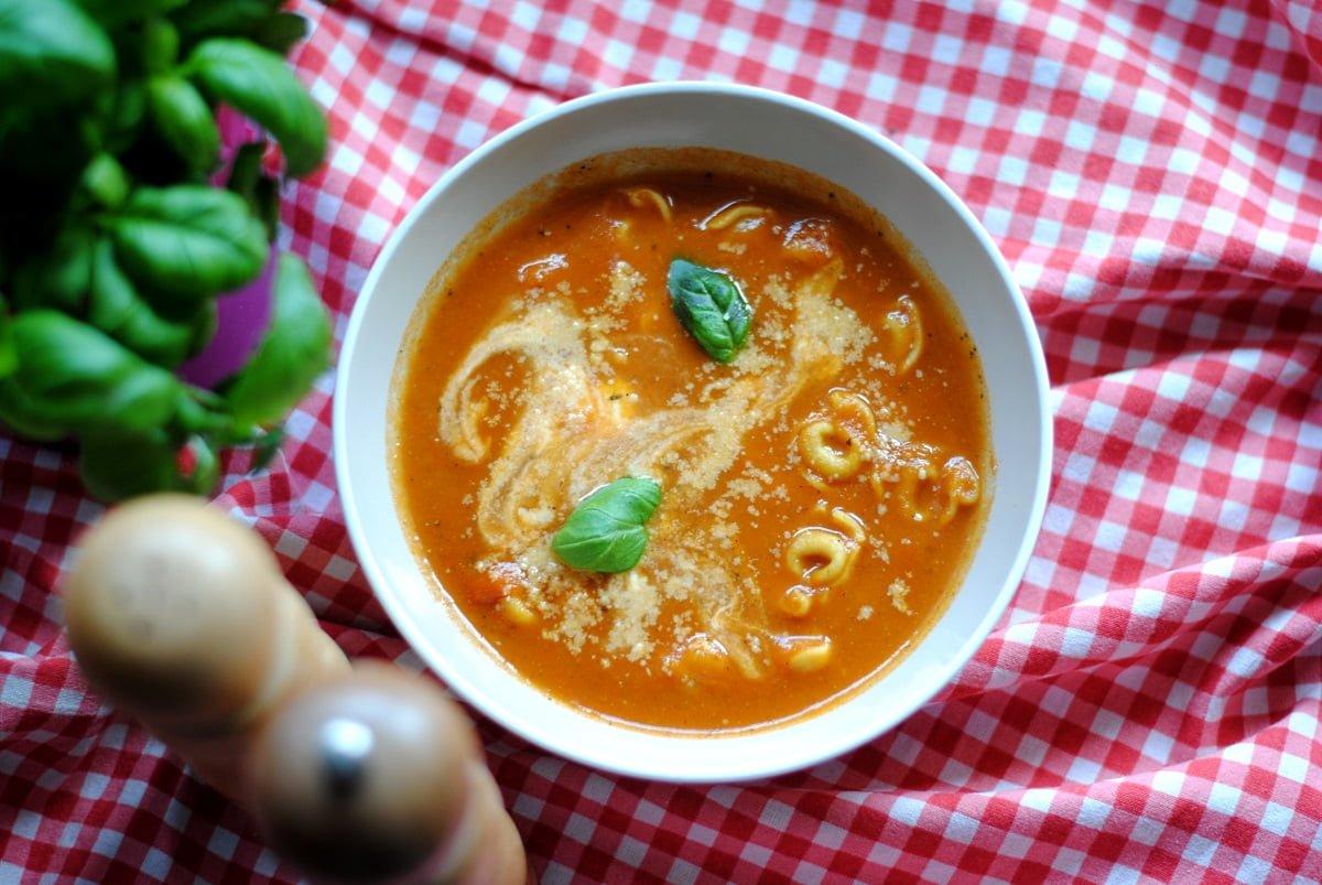 Krem pomidorowy z tortellini