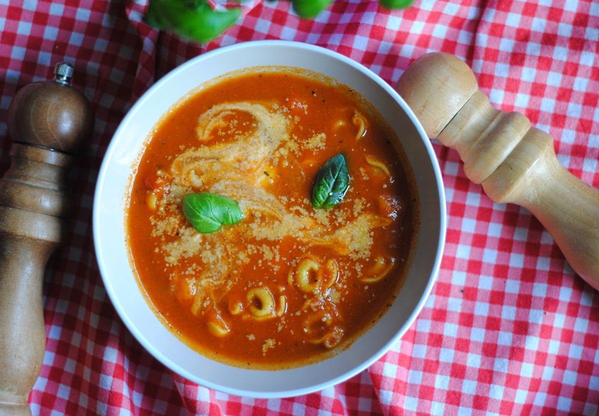 Krem pomidorowy z ortellini