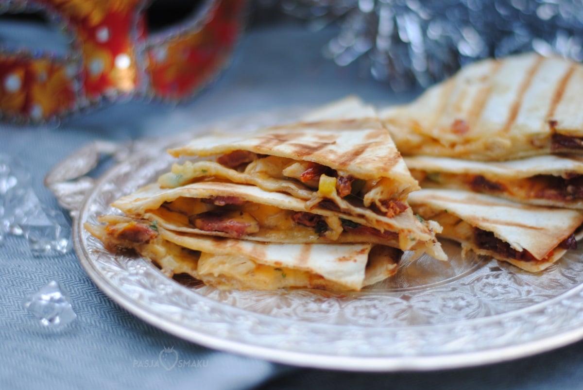 Quesadillas z kurczakiem i suszonymi pomidorami
