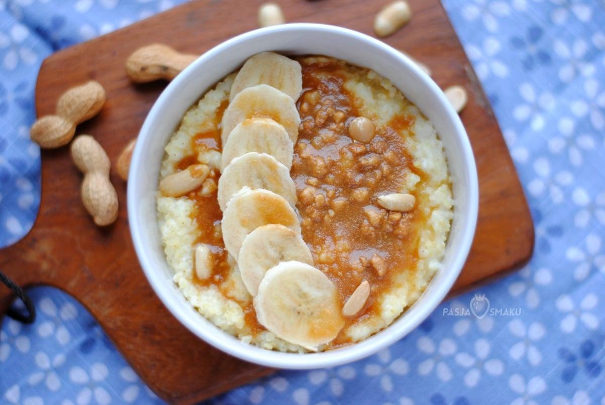 Jaglanka z bananem i masłem orzechowym