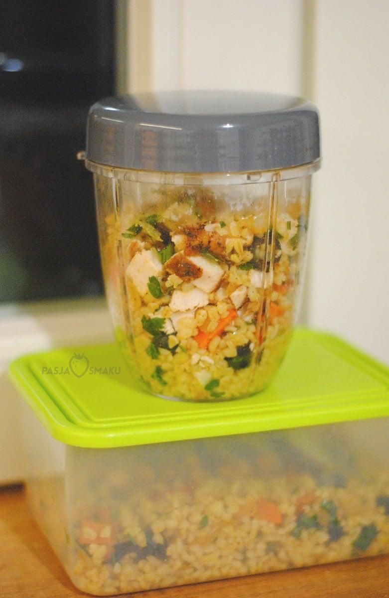 Sałatka z kaszą bulgur i pieczonymi warzywami