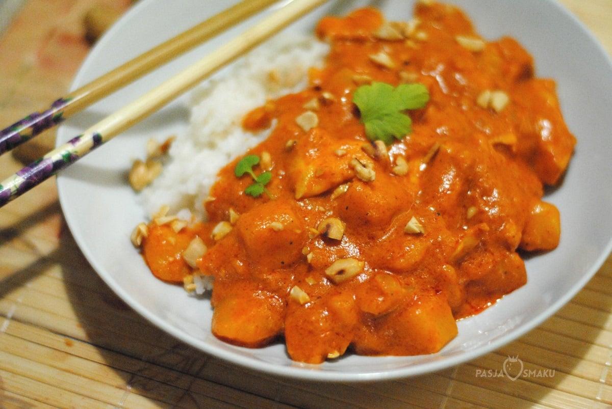 Massaman Curry z kurczakiem i ziemniakami