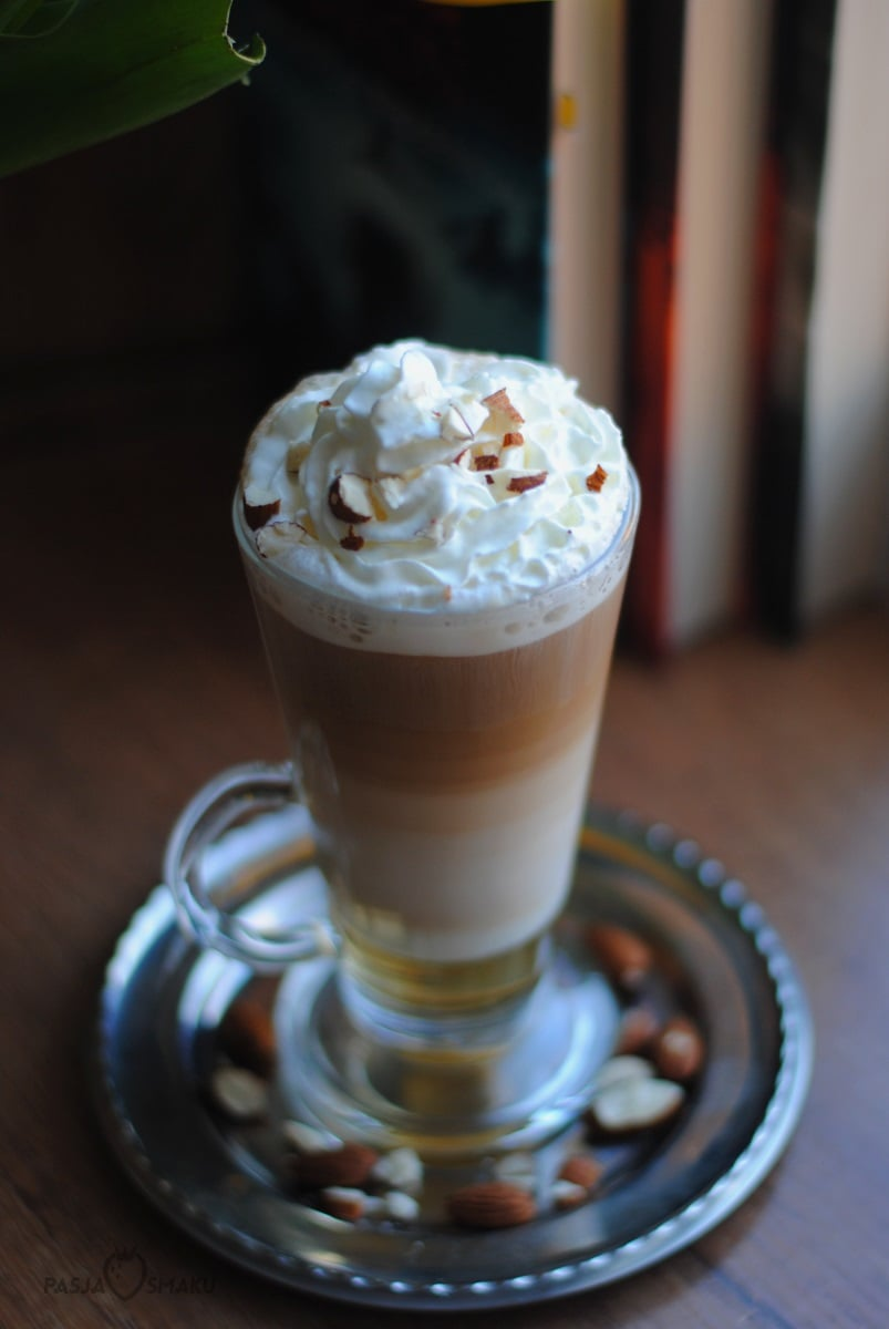 latte z amaretto