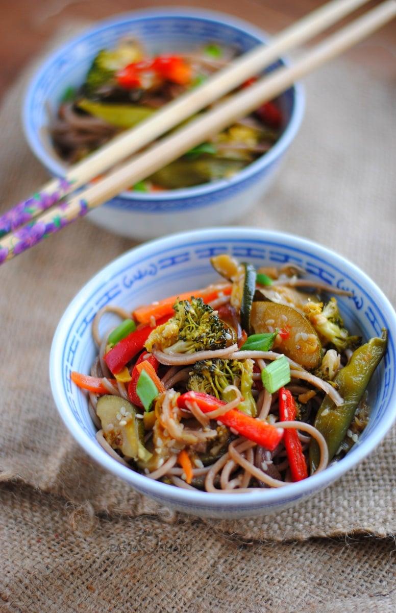 Makaron soba z warzywami