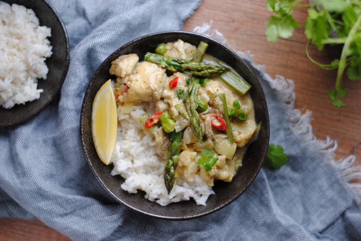 Curry z dorszem i szparagami