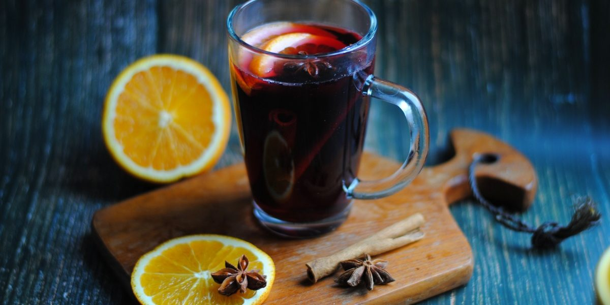 Bezalkoholowy grzaniec z czerwonego wina