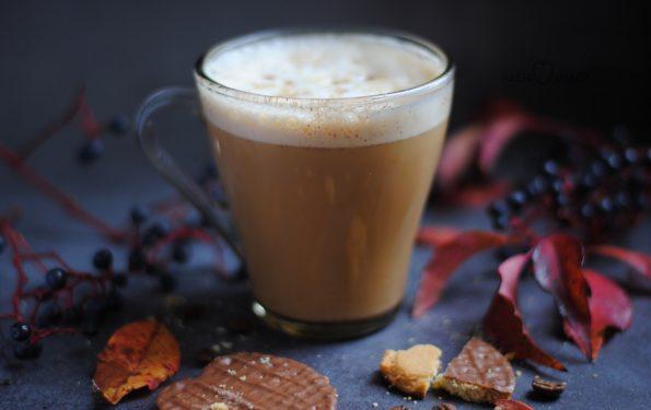 Jesienna kawa z cynamonem i imbirem