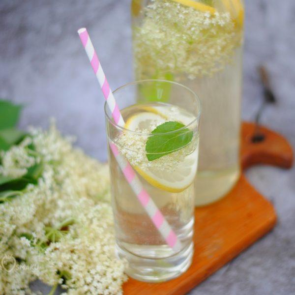 Lemoniada z kwiatów czarnego bzu